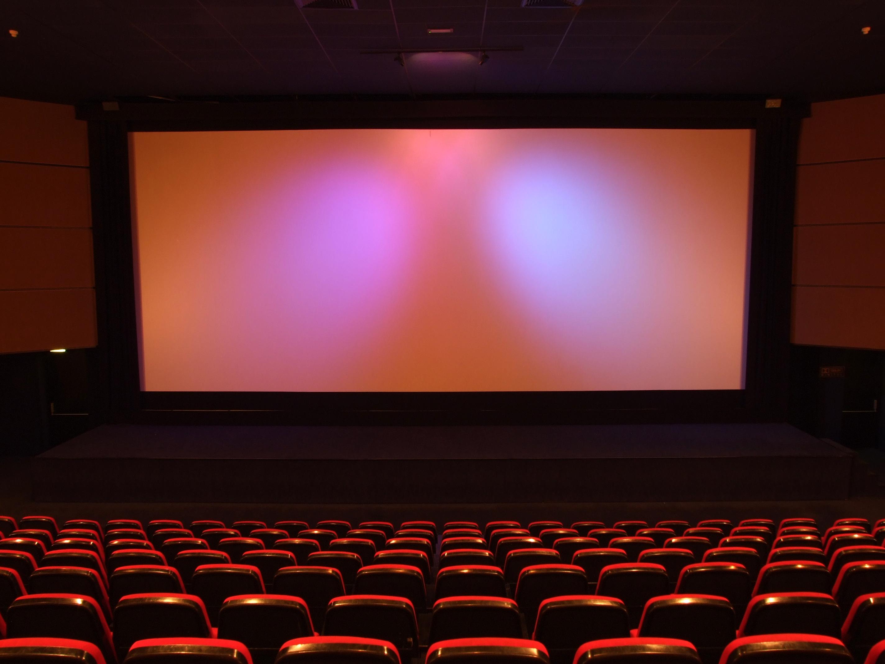 halv av bra priser ser bra ut försäljning Gå på bio med barn